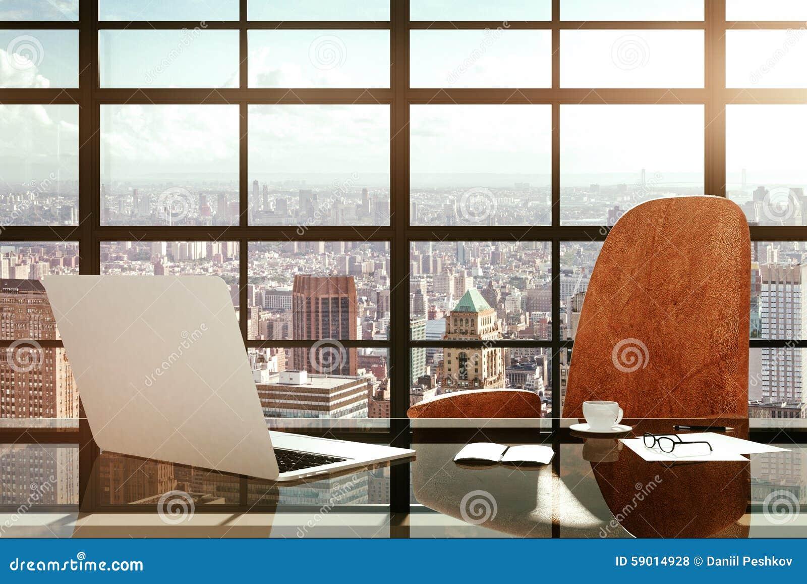 Lieu de travail moderne avec un ordinateur portable et des