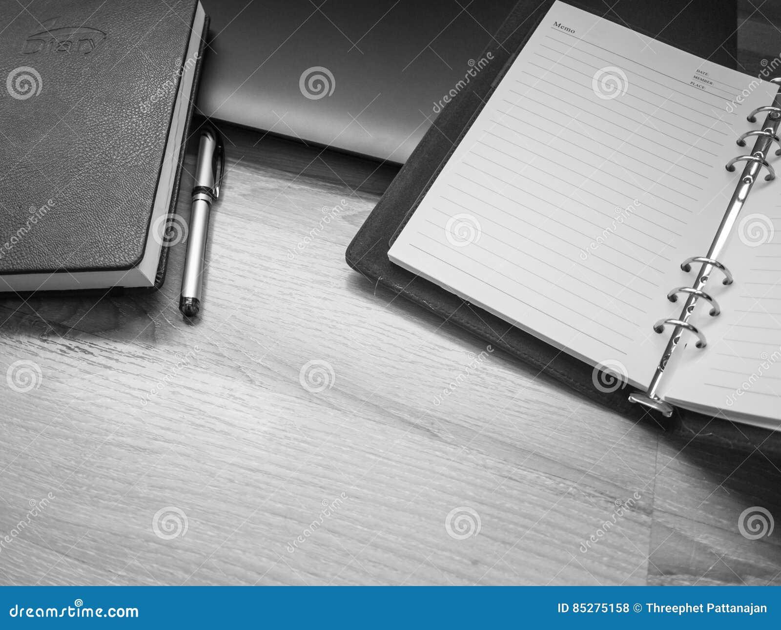 Bureau Noir Et Blanc lieu de travail noir et blanc, de bureau avec l'ordinateur