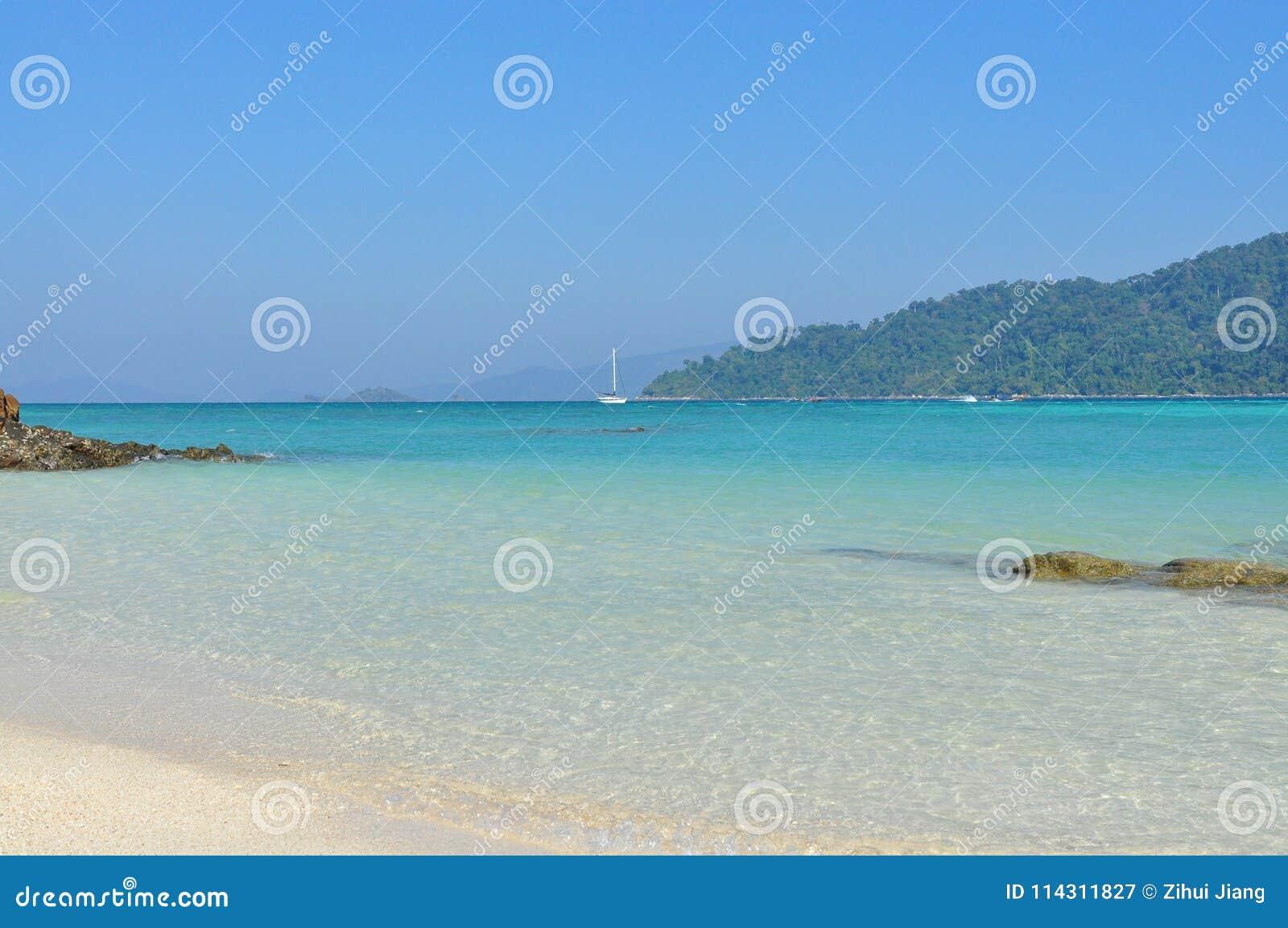 Lieu de villégiature luxueux bleu d océan