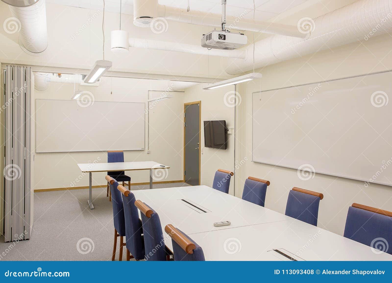 Lieu moderne de conférence réunion d isolement table blanche de