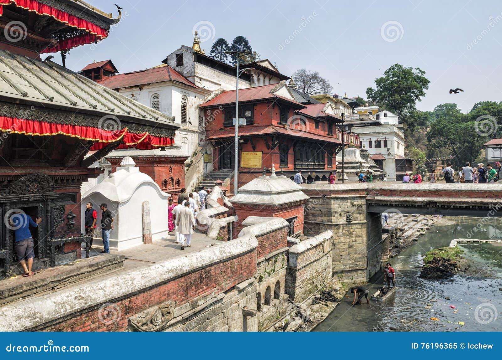 Life and activites along the holy Bagmati River at Pashupatinath Temple, Kathmandu, Nepal.