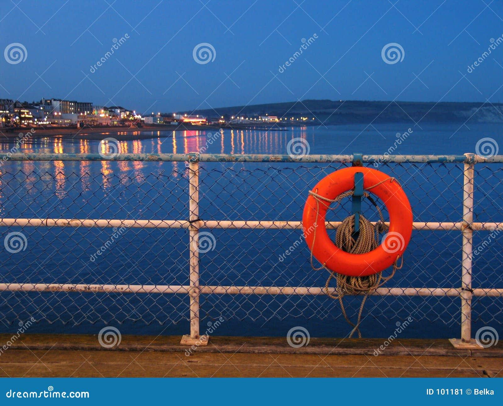 Lifebuoy vermelho