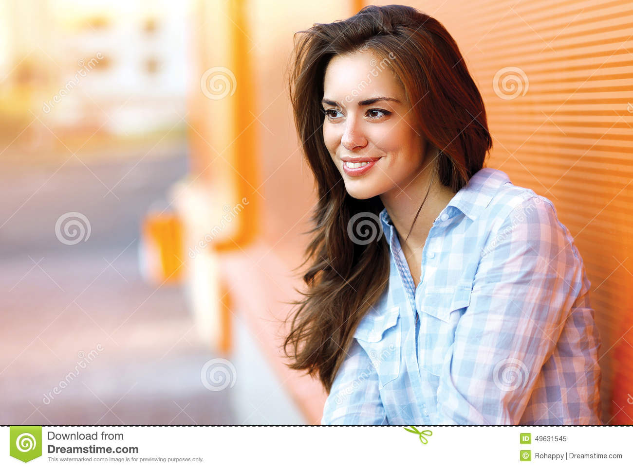 Lifestyle portrait happy pretty young woman outdoors