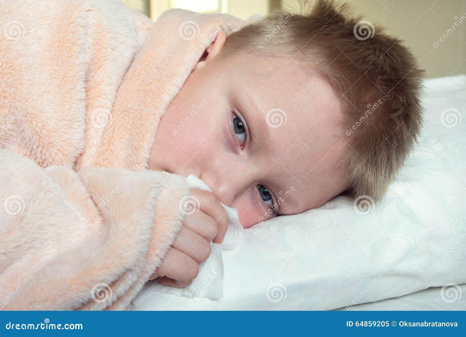 Ligga för underlagpojke som är sjukt