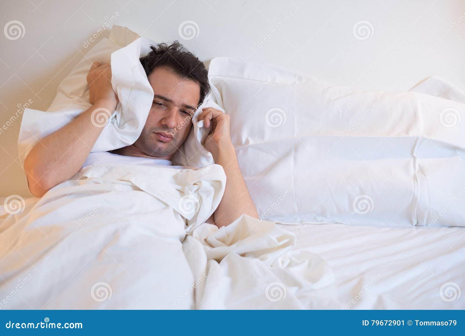 Liggande säng för man