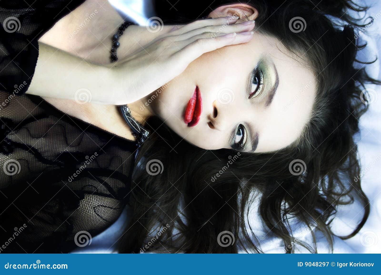 Liggande silk fundersam white för flicka