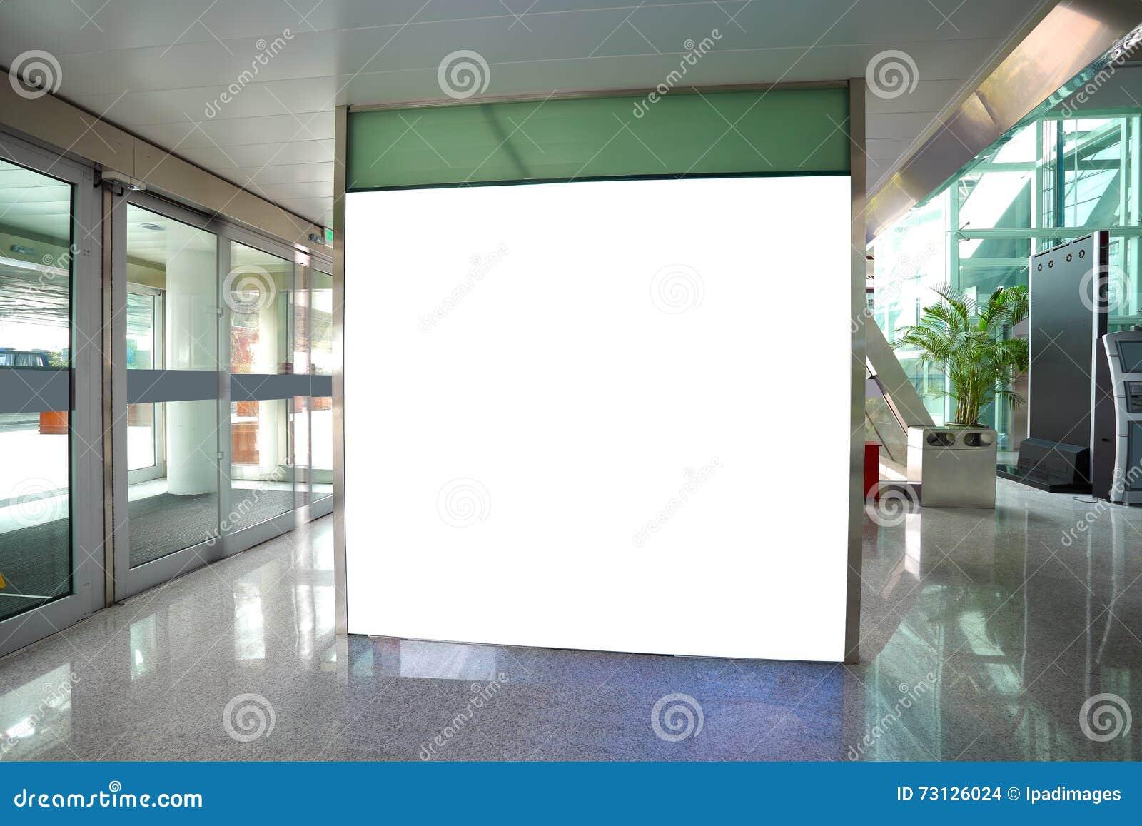Lightboxes de la pared del pasillo de la pared de cristal de la puerta de salida del aeropuerto