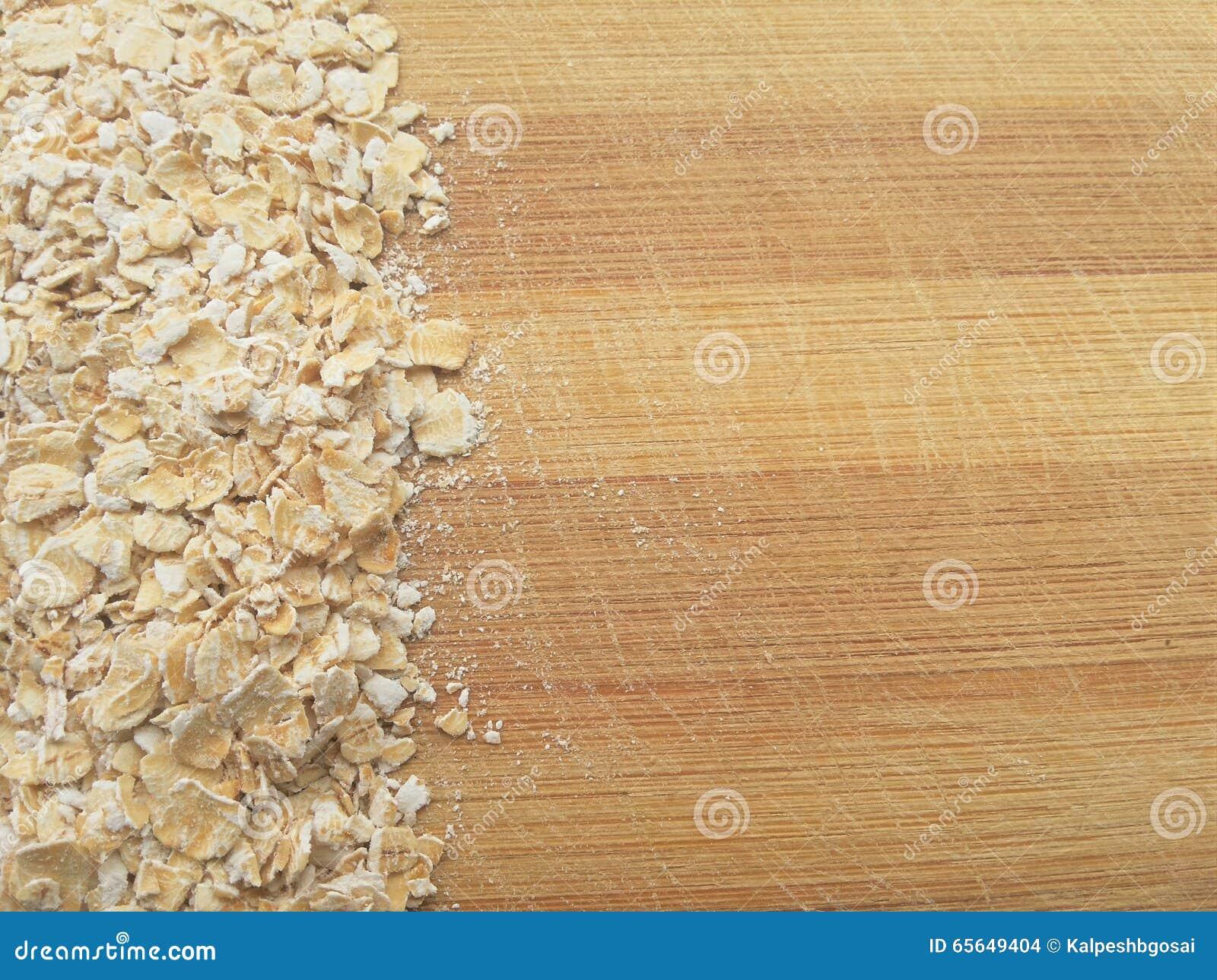Ligne d avoine sur le fond en bois