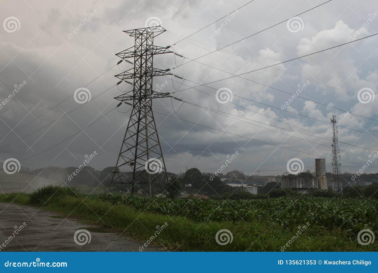 Ligne de distribution de sous-station de l électricité de pylône