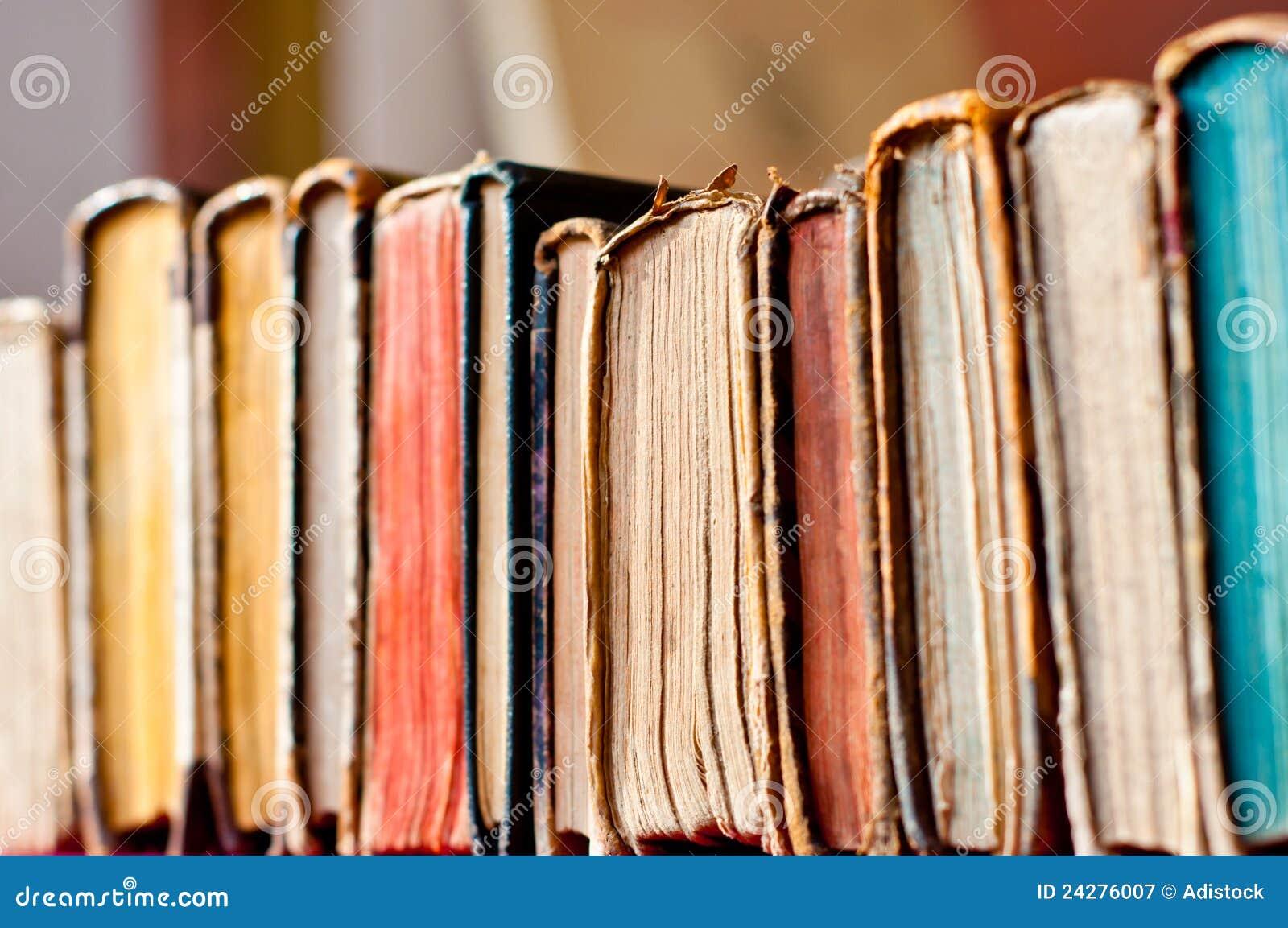 Ligne de vieux livres