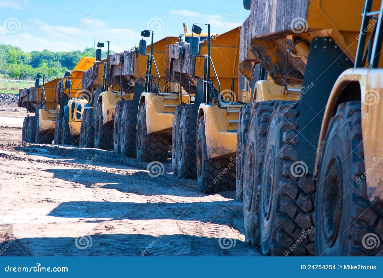 Ligne des camions à benne basculante