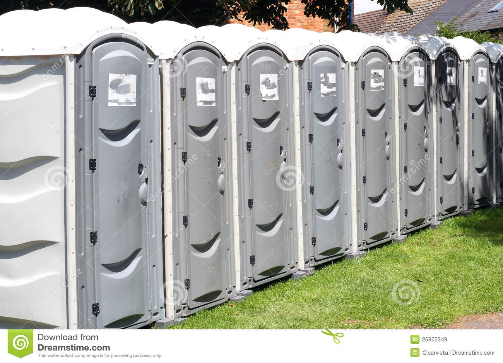 Ligne des toilettes extérieures portatives.