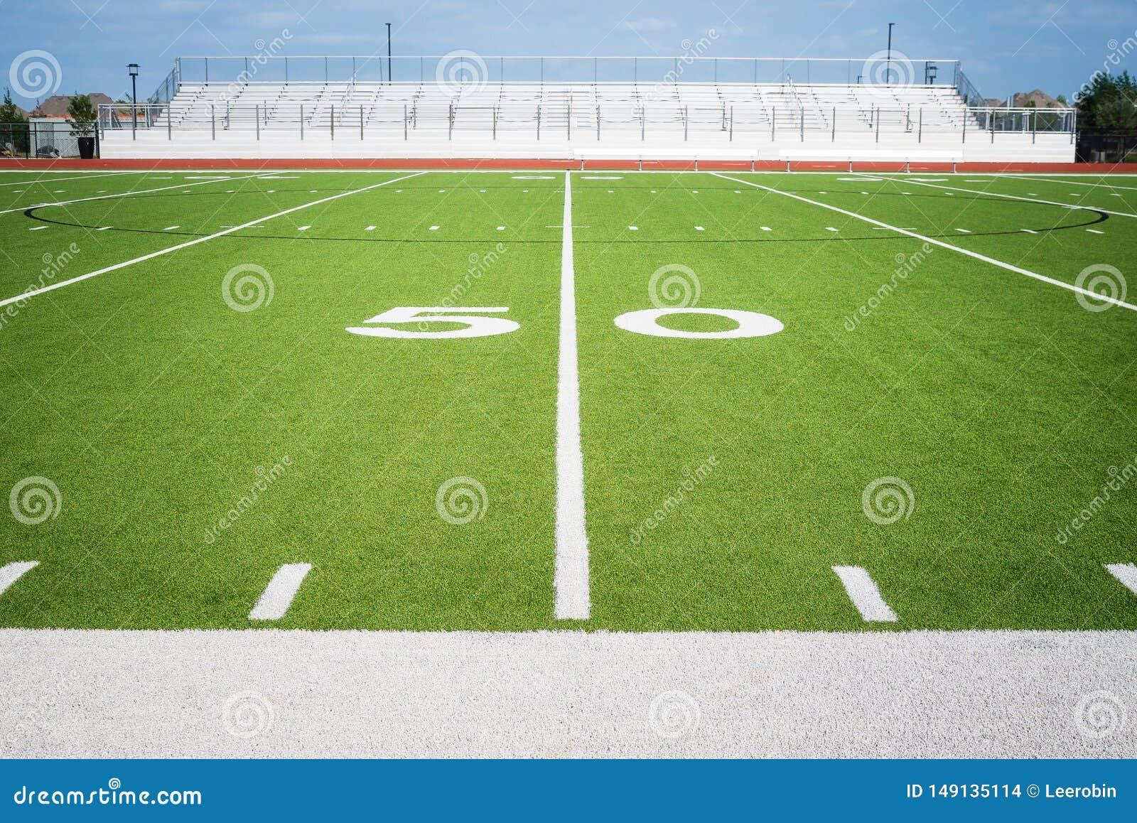 Ligne 50 sur le stade vide de champ de football américain