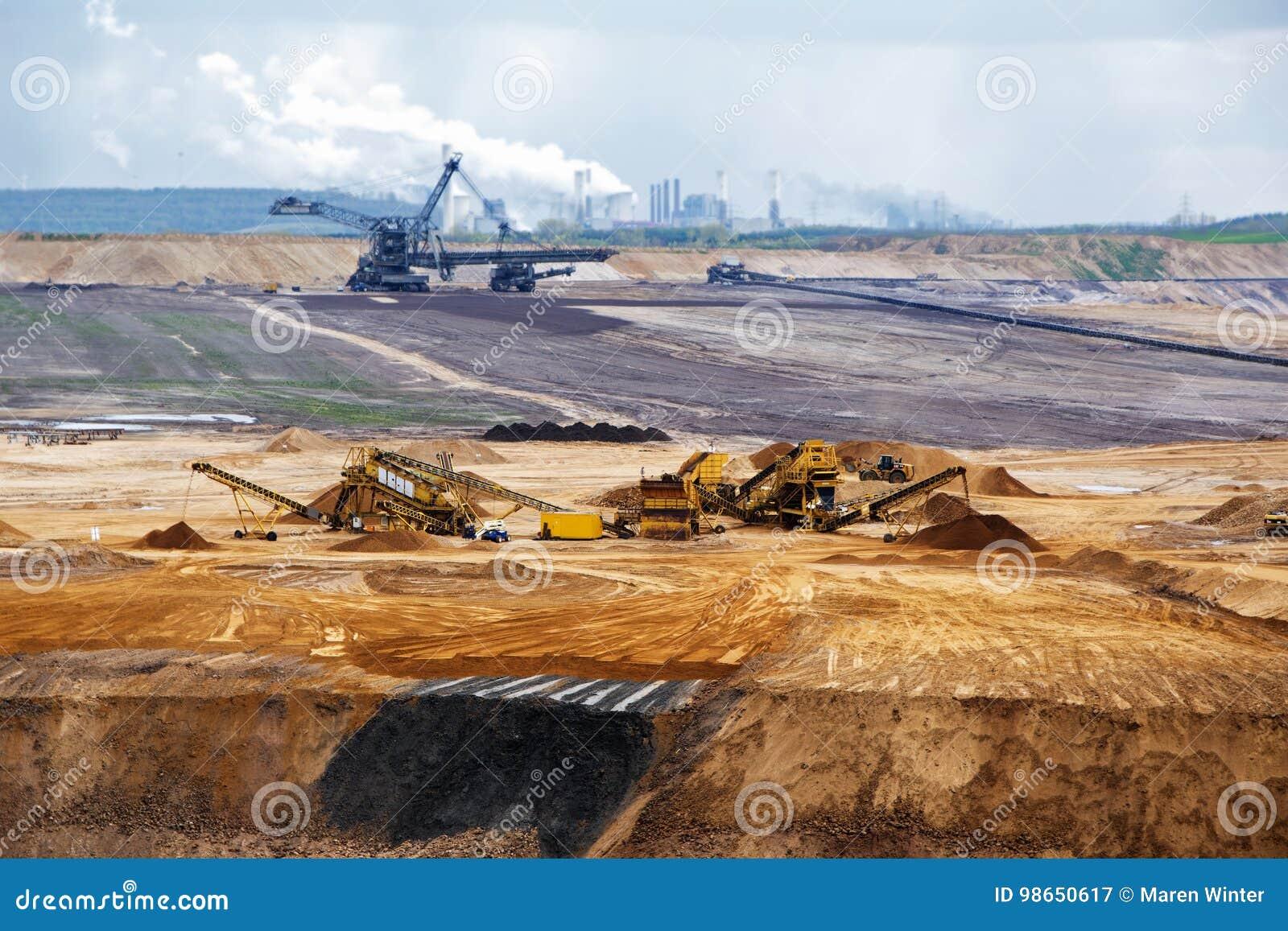 Lignite da mineração opencast de Garzweiler, mina de superfície em Alemanha