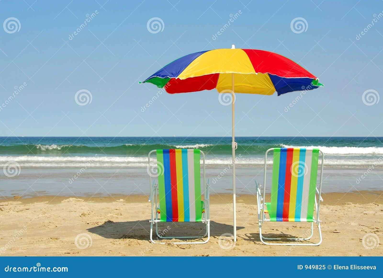 Ligstoelen en paraplu