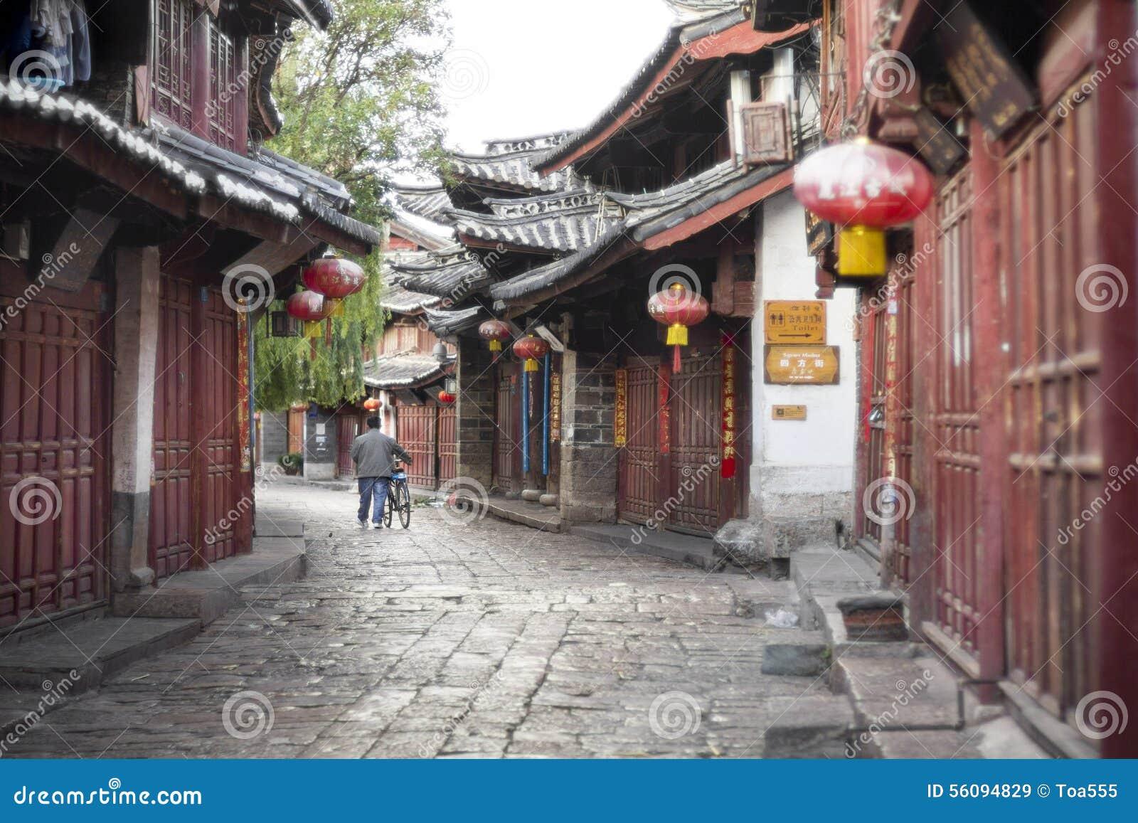 Lijiang stare grodzkie ulicy w ranku
