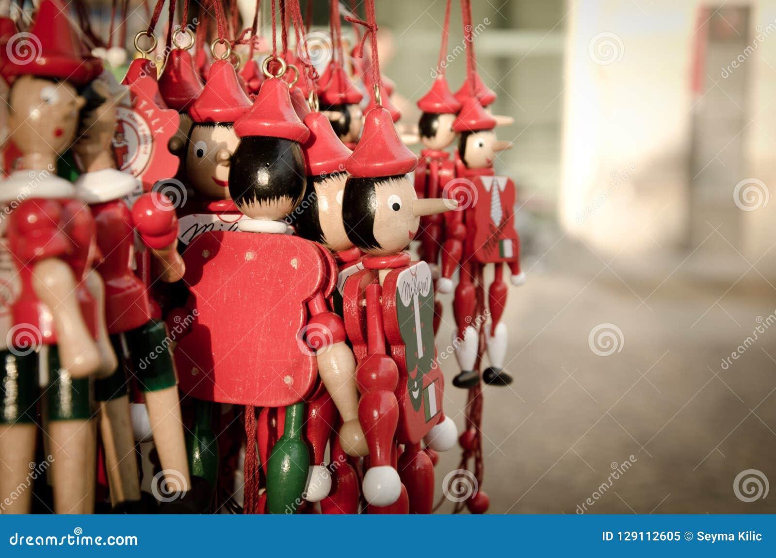 Lilla röda Pinocchios i Milan