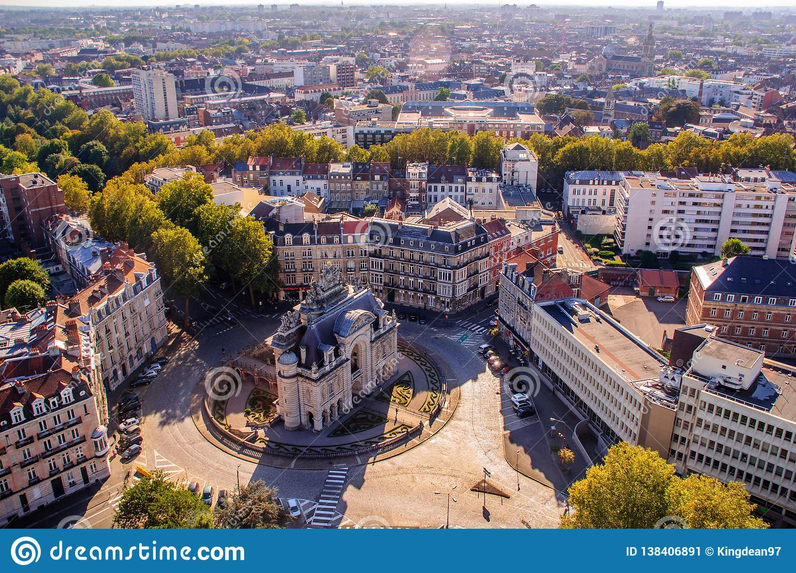 Lille Secrets: `Mini Arc de Triomphe`