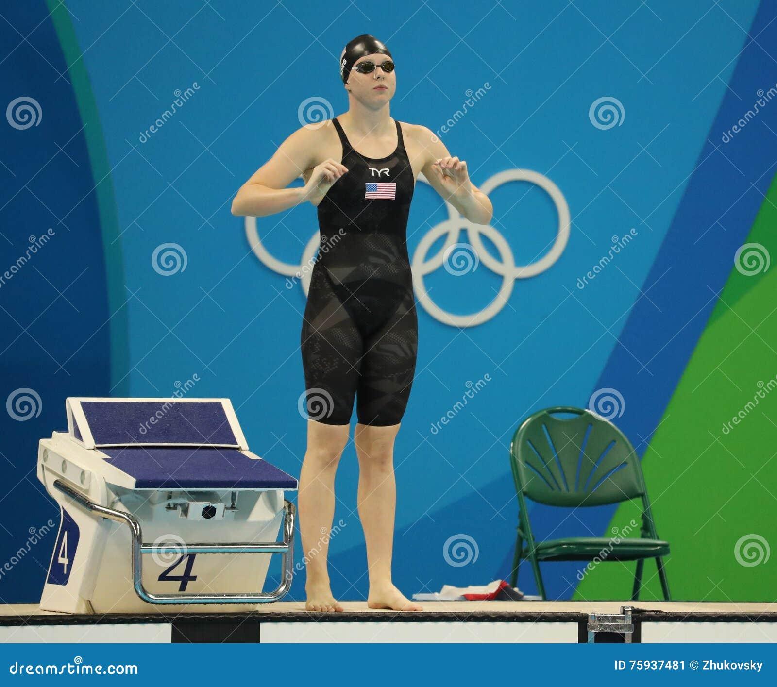 Lilly King degli Stati Uniti prima del finale di rana del 100m delle donne di Rio 2016 giochi olimpici