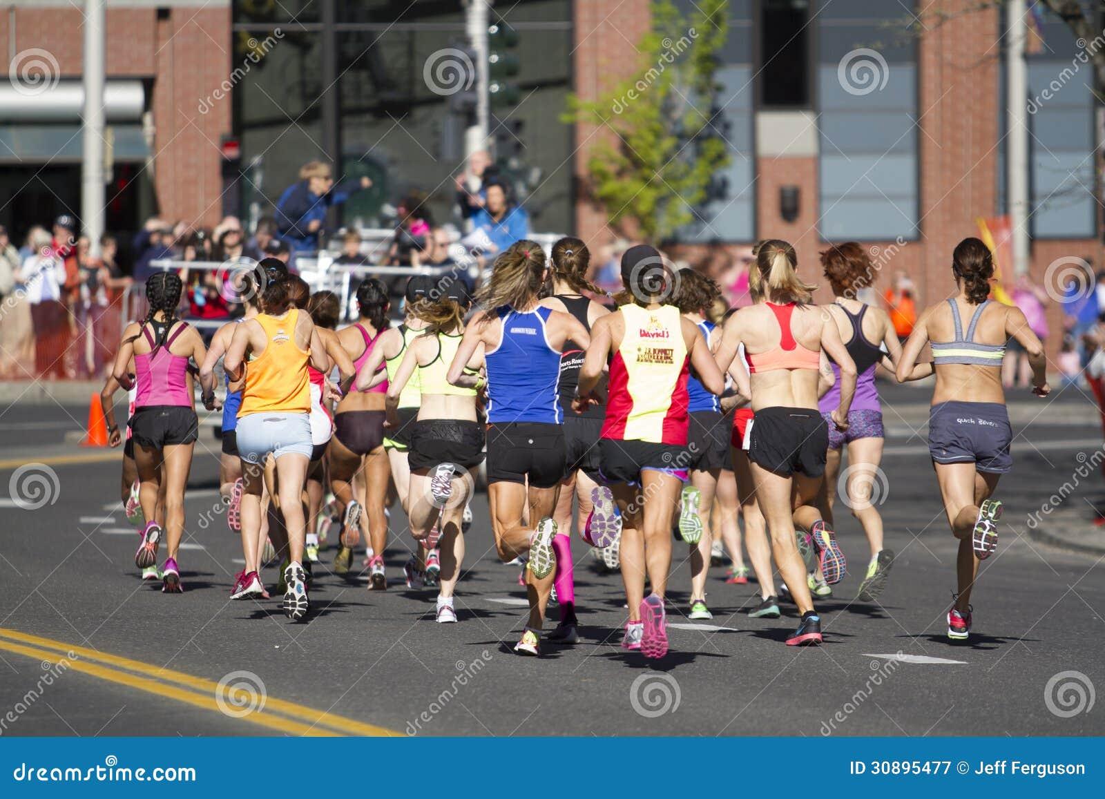 Lily Bloomsday 2013 12k bieg w Spokane WA kobiet elita podziale wchodzić do pierwszy zwrot