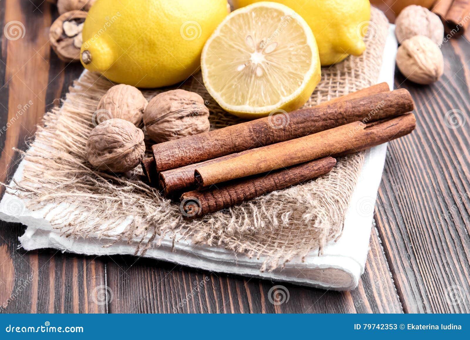 Limón y cinamomo