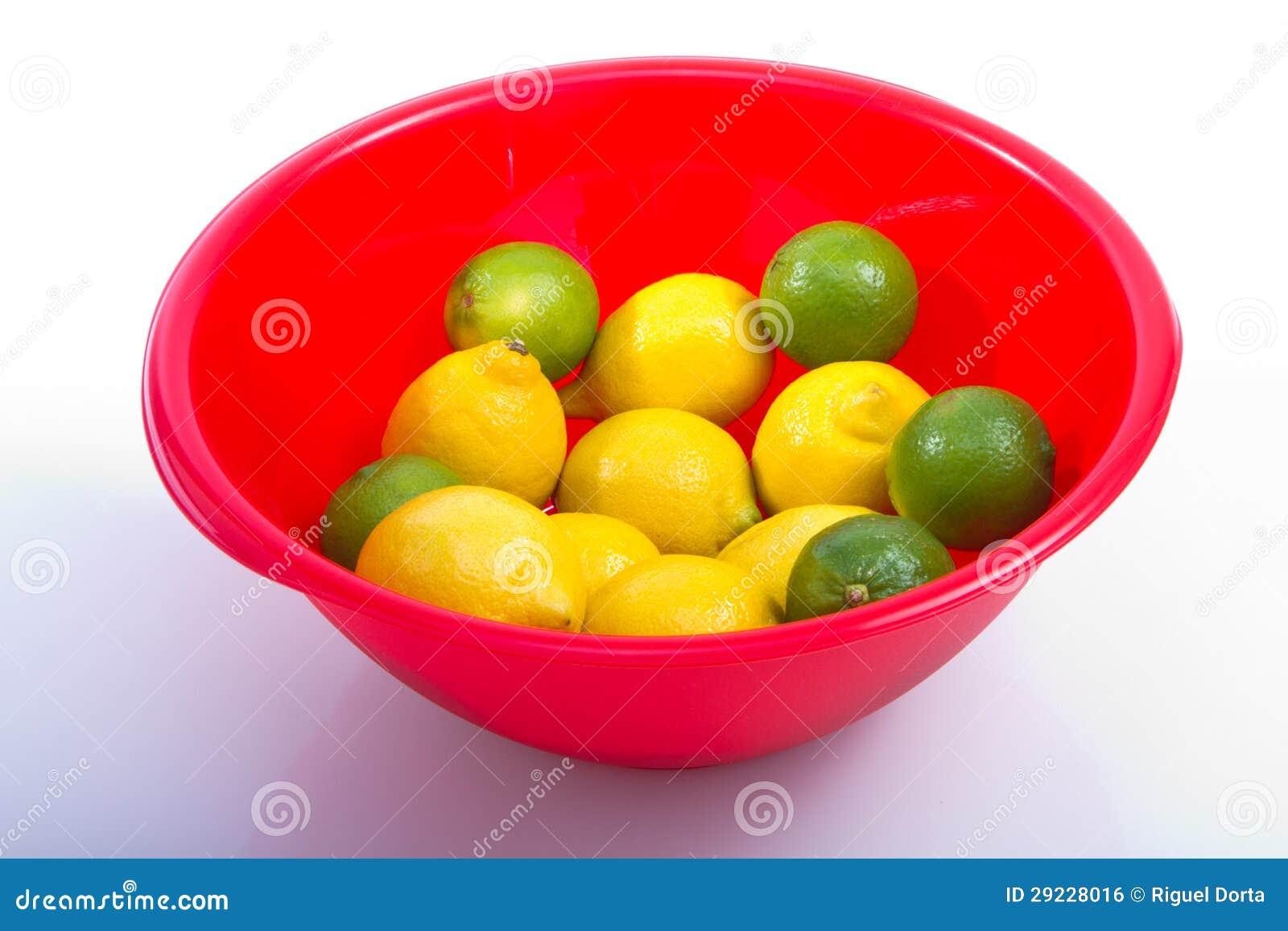 Download Limões E Bacia Do Vermelho Do Cal Foto de Stock - Imagem de limão, bacia: 29228016