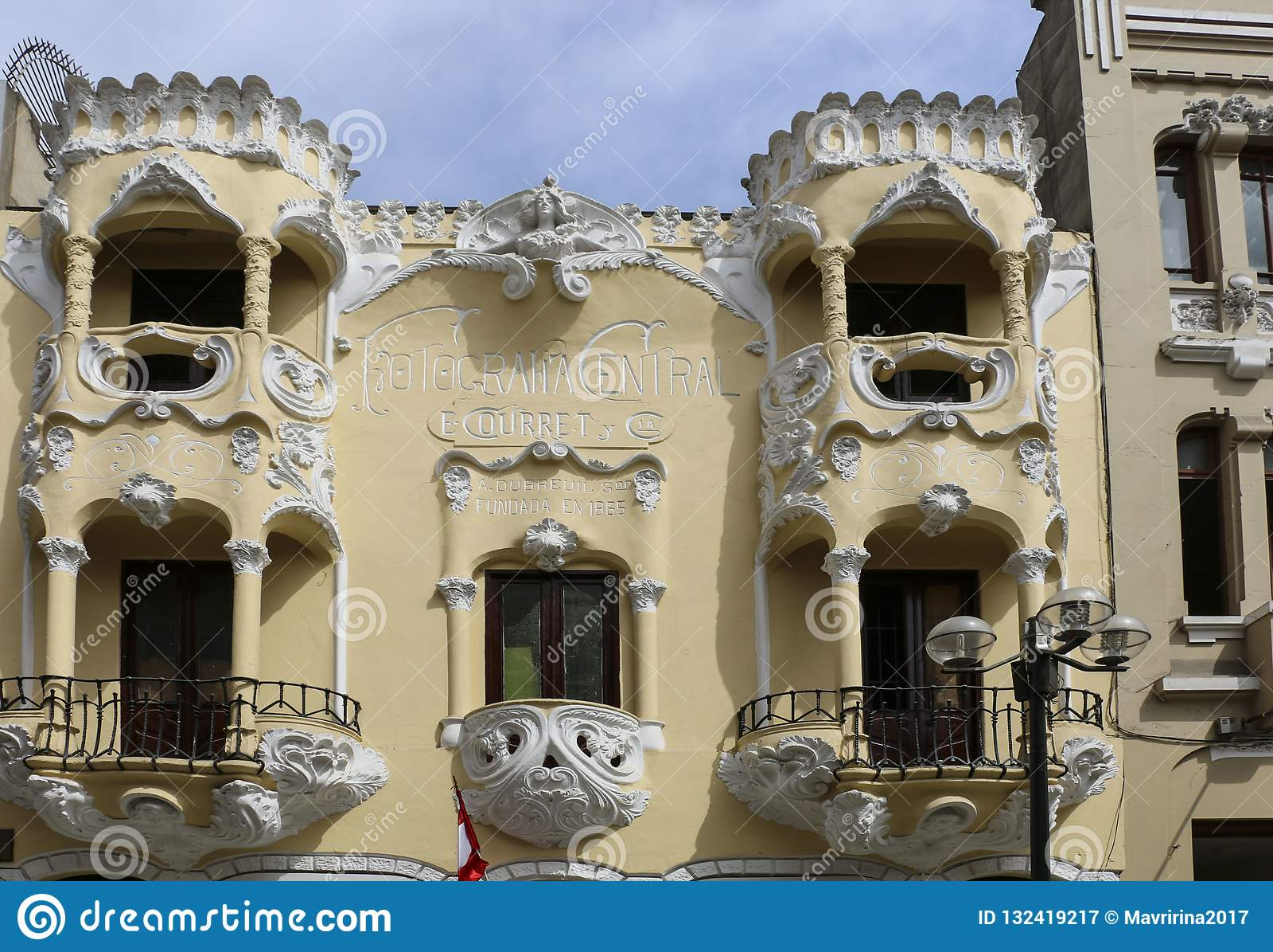 LIMA, PERU-NOVEMBER 04,2015: Balcones hermosos en uno del h