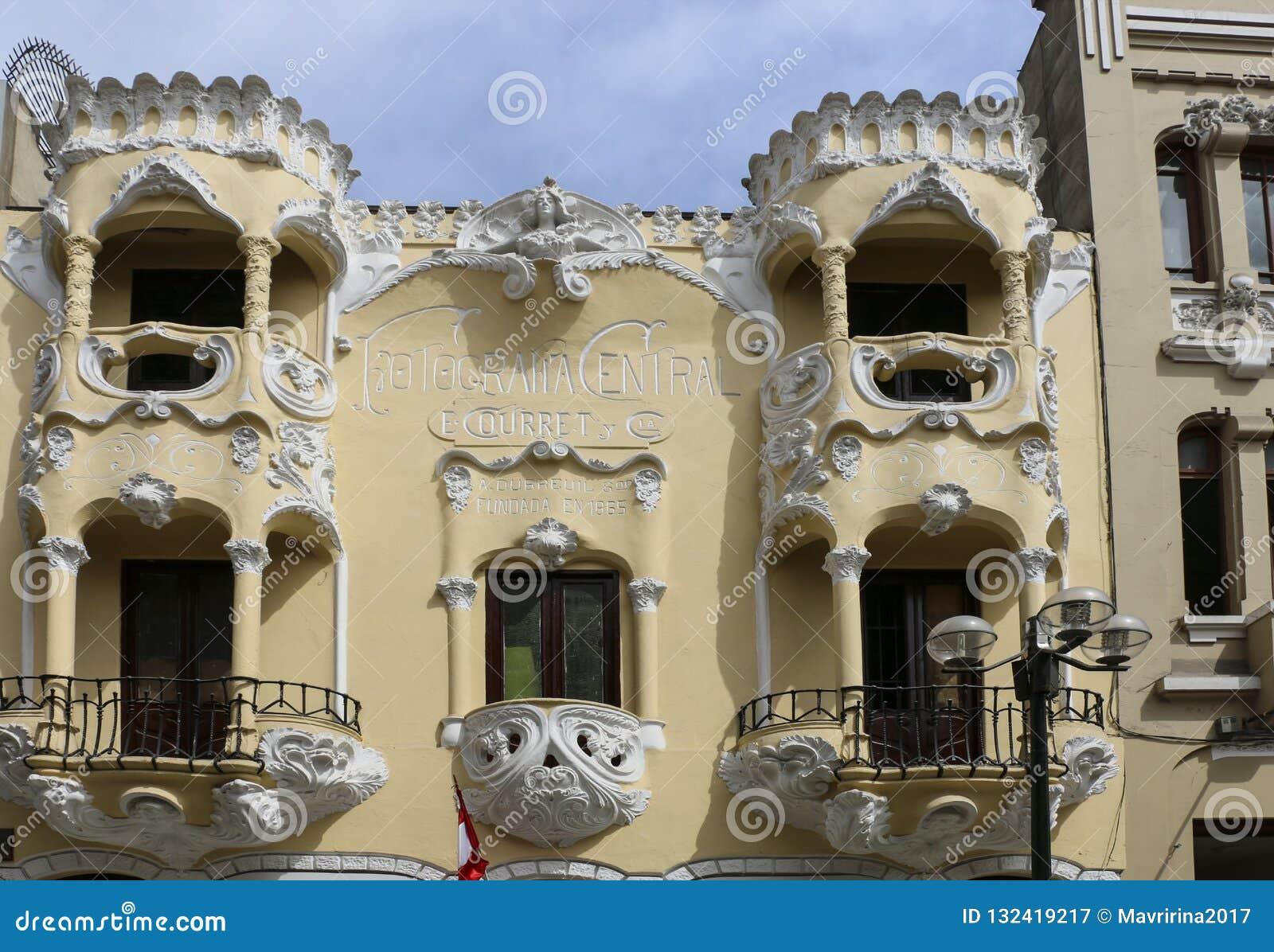 LIMA, PERU-NOVEMBER 04,2015: Piękni balkony w jeden h