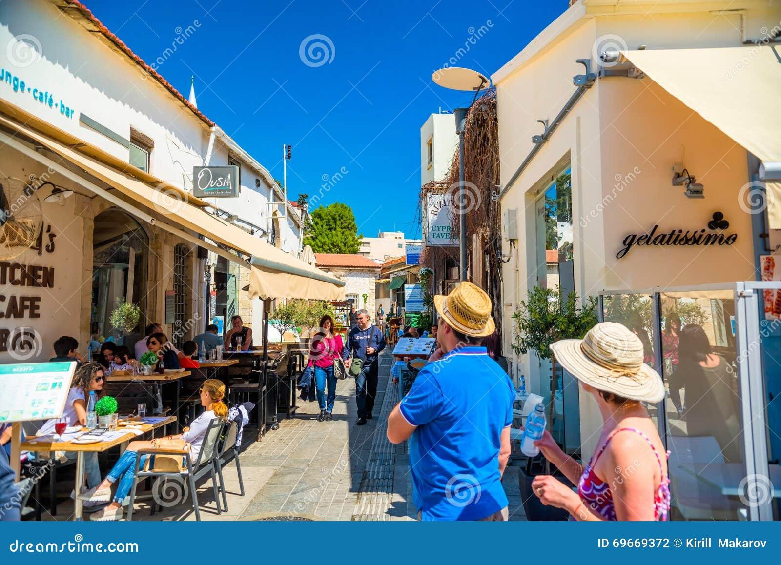 LIMASSOL CYPR, Kwiecień, - 01, 2016: Turystów i miejscowych cieszyć się