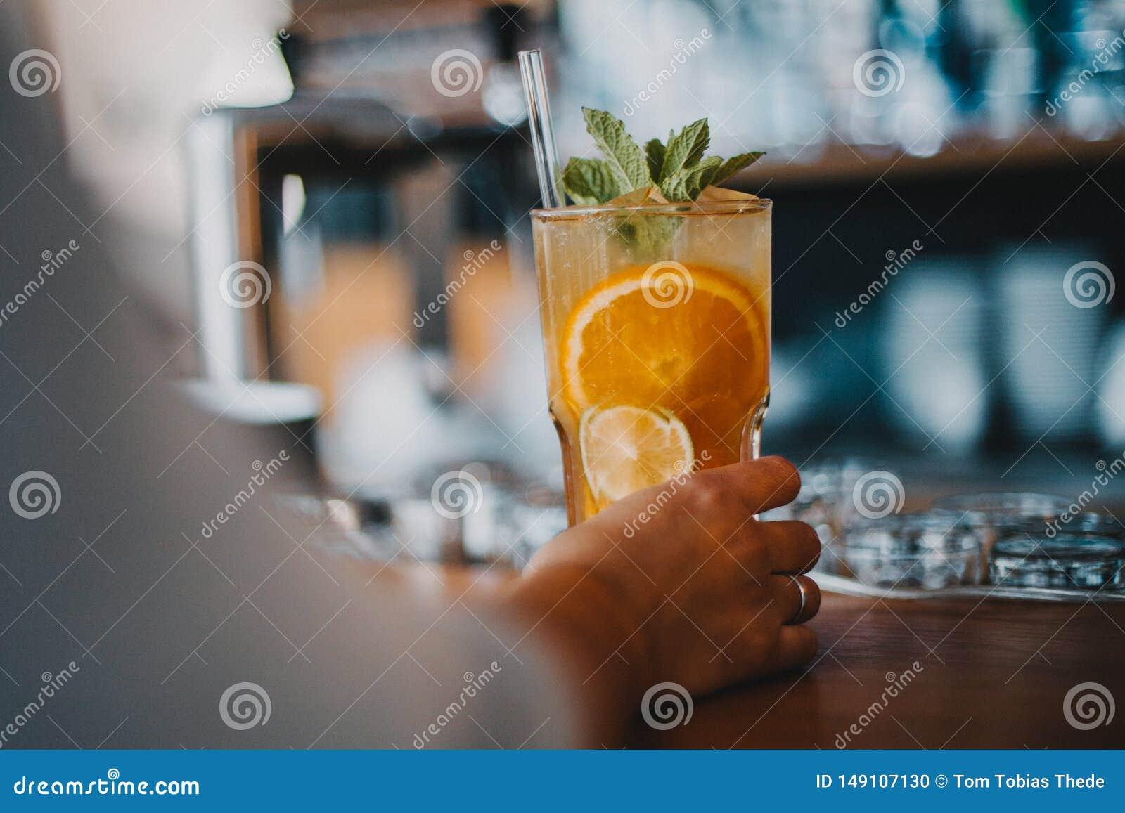 Limonada de refrescamento do ch? de gelo saboroso