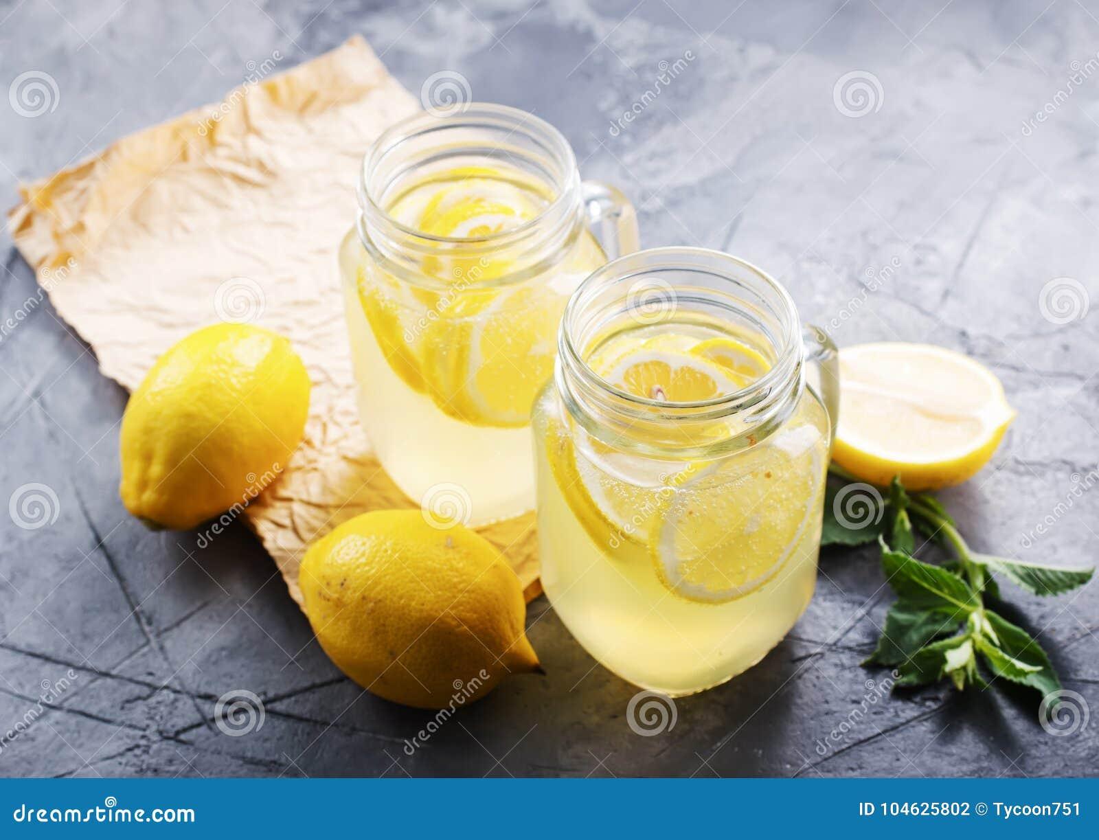 Download Limonade stock foto. Afbeelding bestaande uit grijs - 104625802