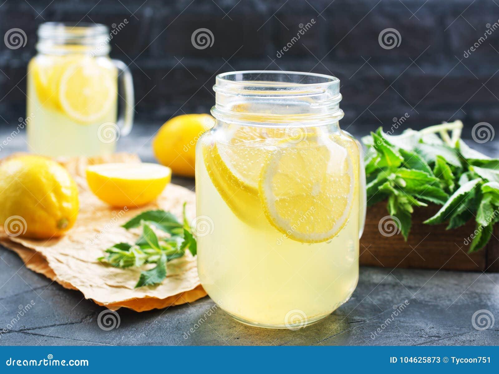 Download Limonade stock afbeelding. Afbeelding bestaande uit groen - 104625873