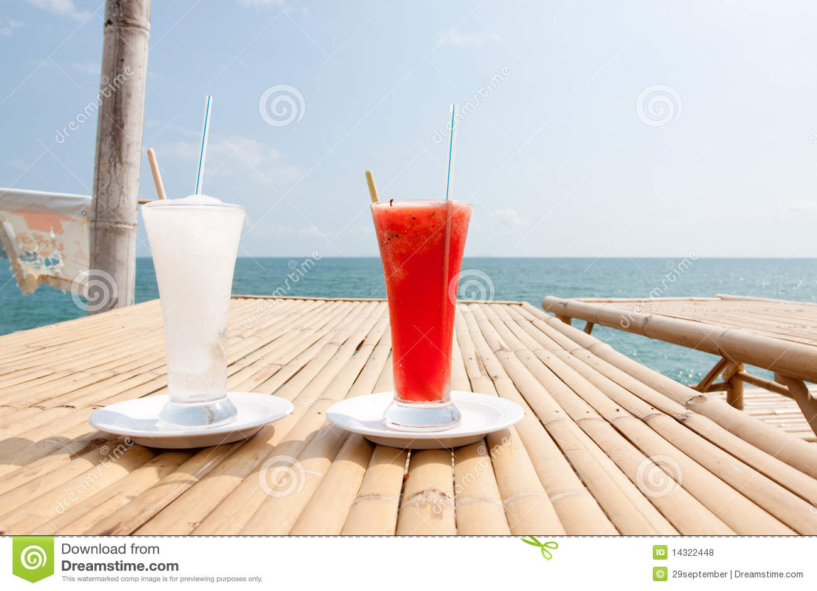 Limonade Und Wasser Malon Stockfoto Bild Von Pour Bambus 14322448