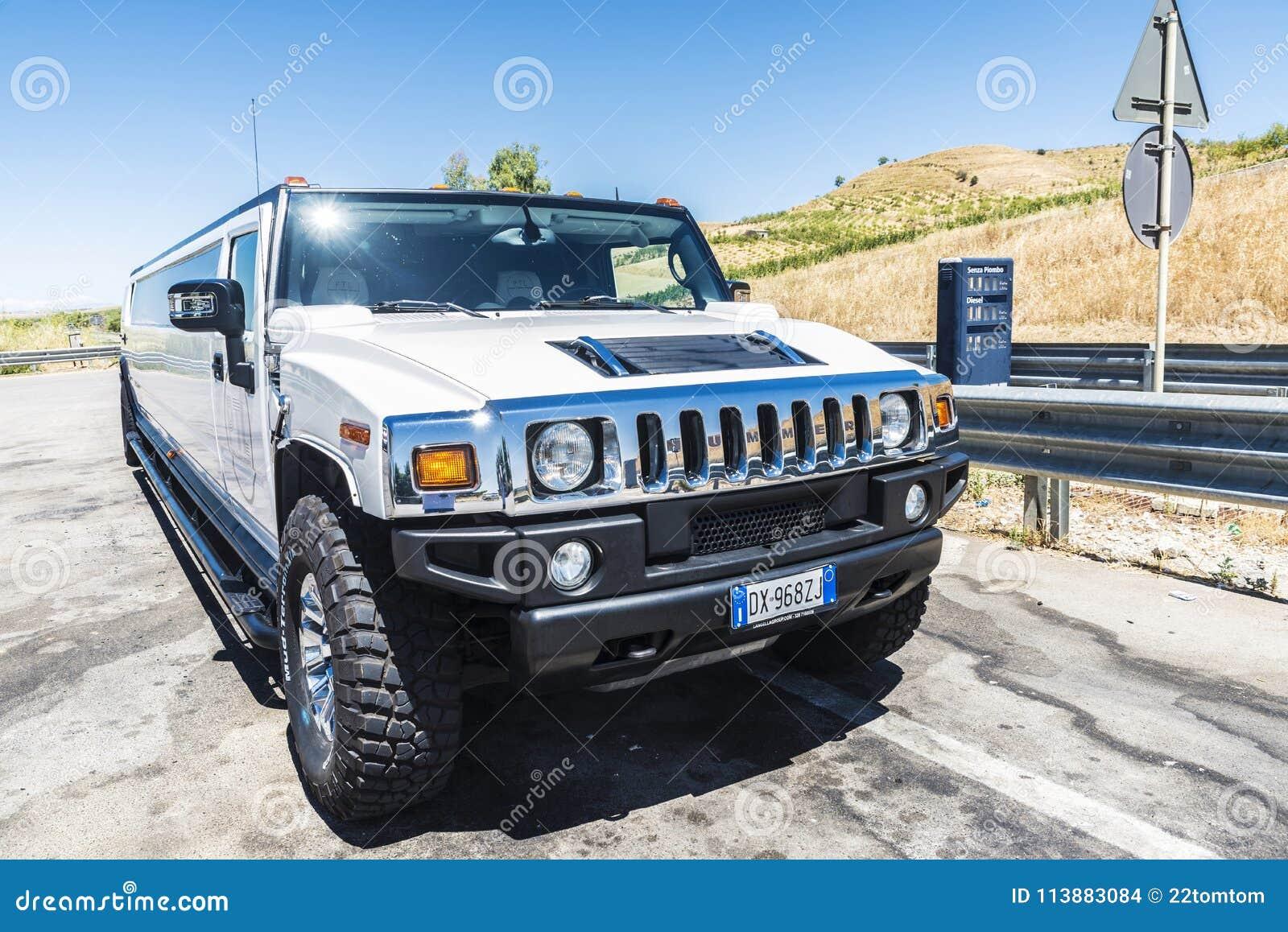 Limousine Con Vasca Da Bagno.Limousine Bianche Di Lusso Della Marca Hummer In Sicilia Italia