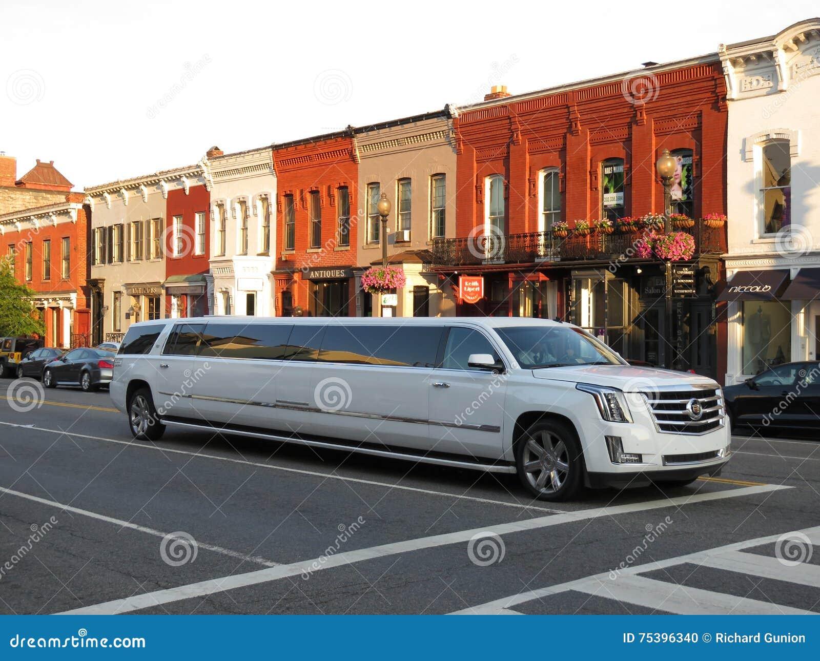 Limousine de bout droit de Cadillac samedi