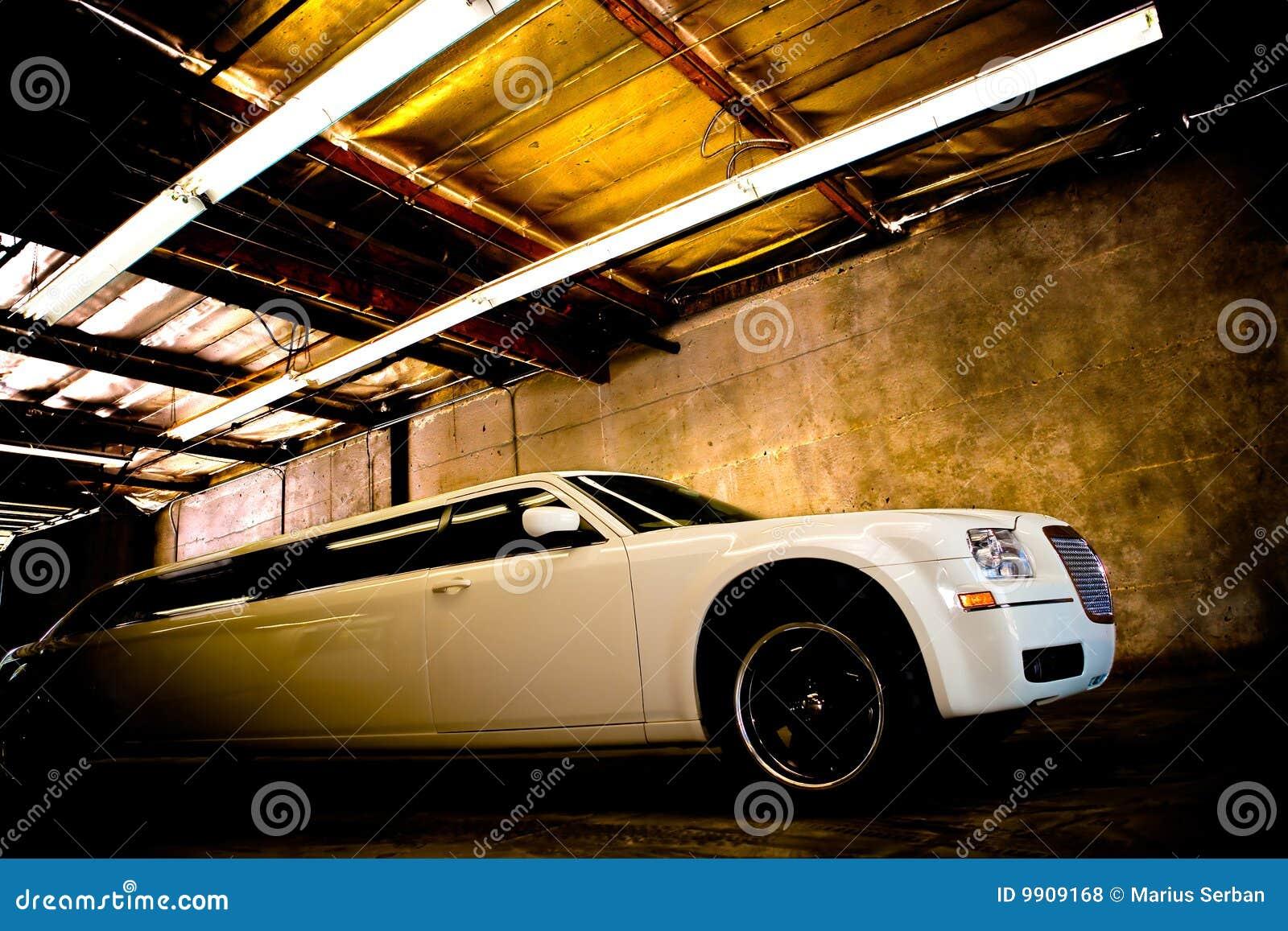 Limousine di lusso bianche