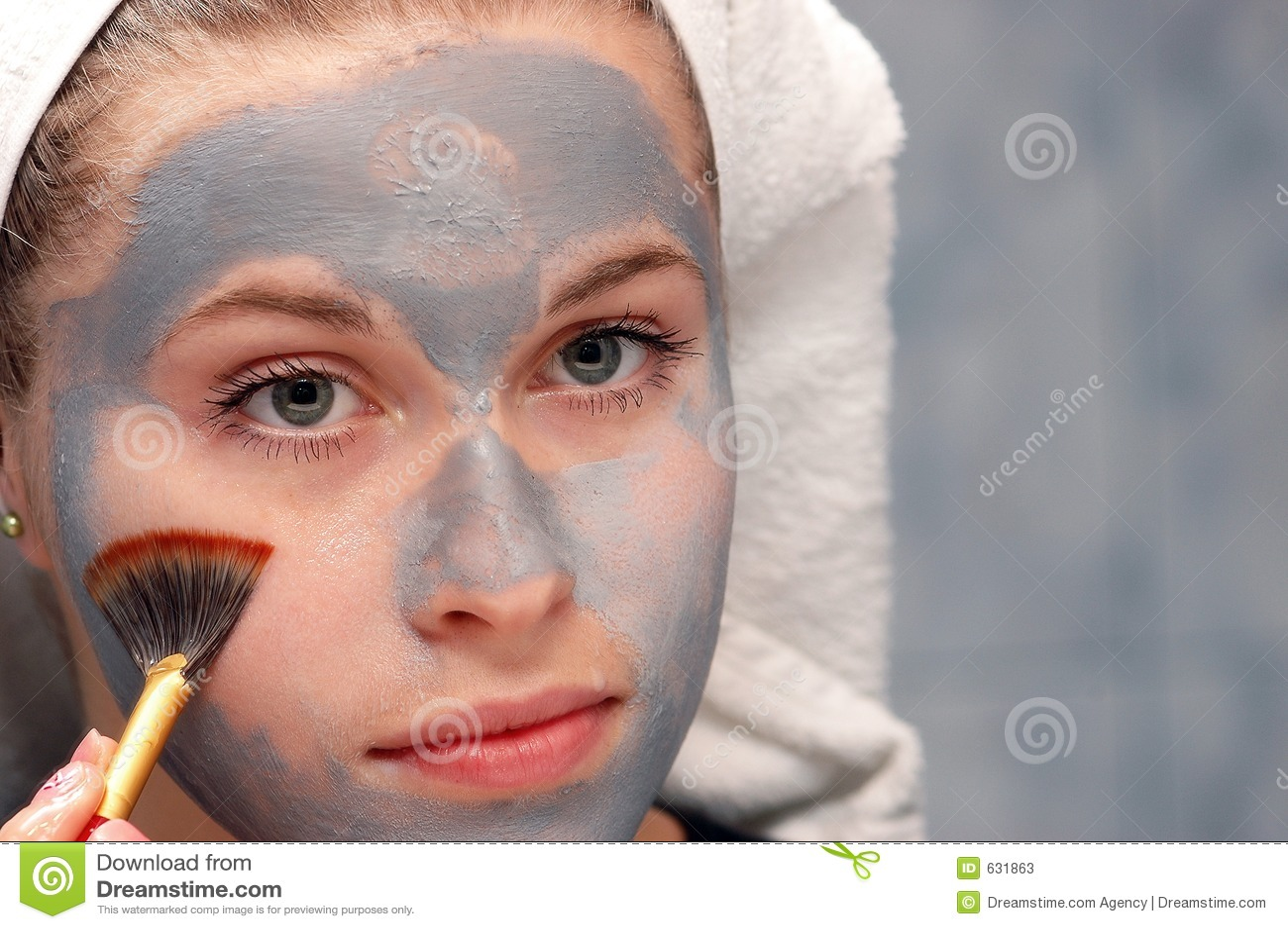 Limpando uma máscara facial