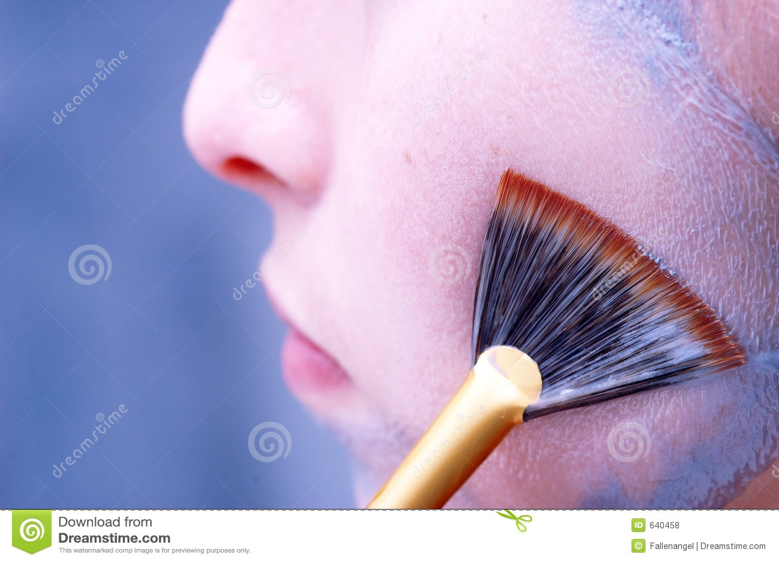 Limpando uma máscara protectora