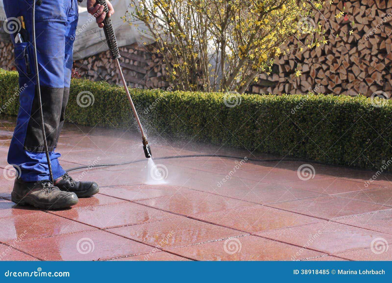 Limpeza do terraço com de alta pressão