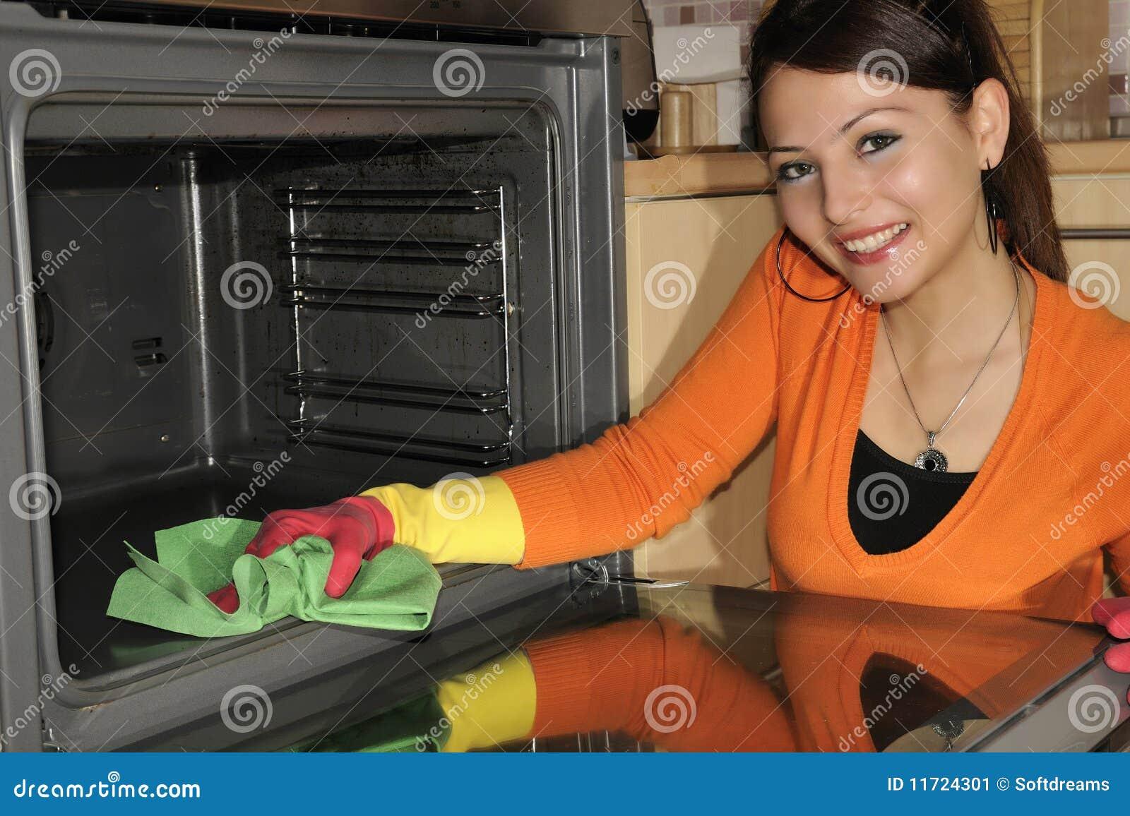 Limpiando la casa cocina imagen de archivo imagen de - Trabajo limpiando casas ...