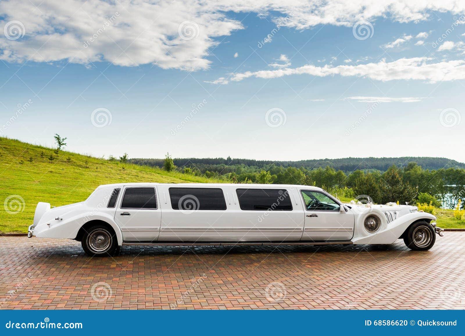 Limusina blanca de la boda
