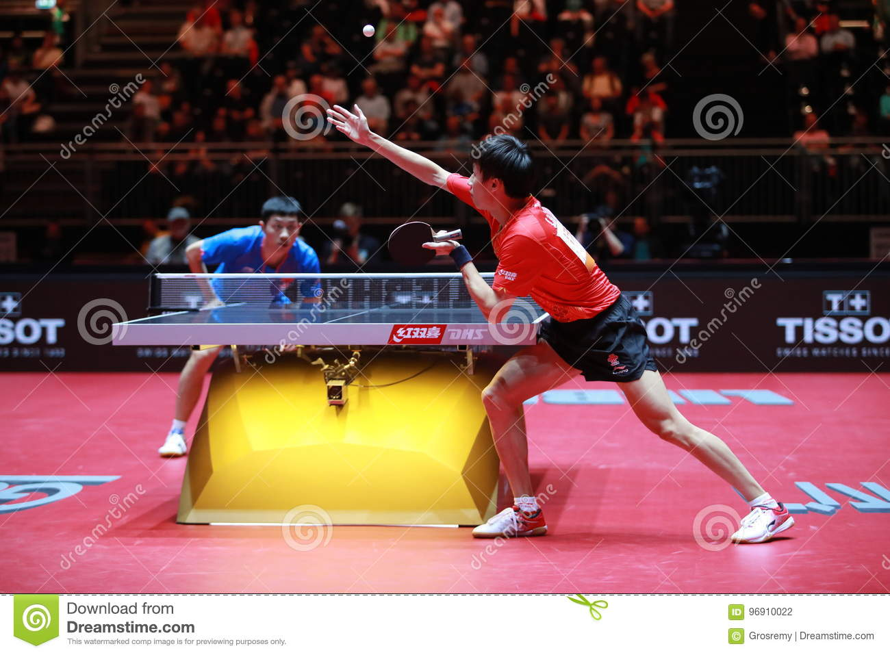 Lin gaoyuan on serve against xu xin editorial photography image of dusseldorf speed 96910022 - World table tennis championships ...