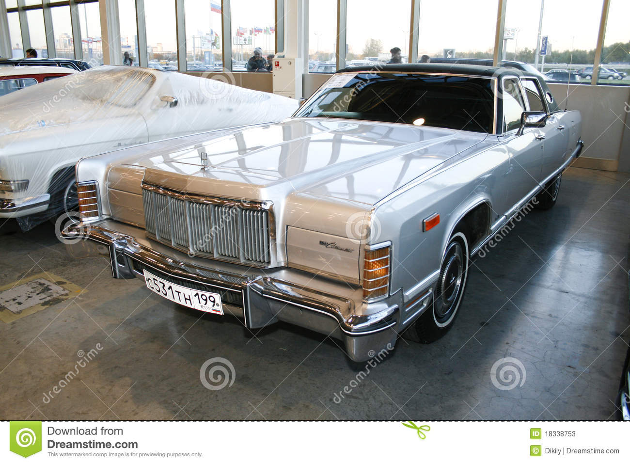 lincoln continental town car 1975 editorial stock photo image of drive elegance 18338753. Black Bedroom Furniture Sets. Home Design Ideas