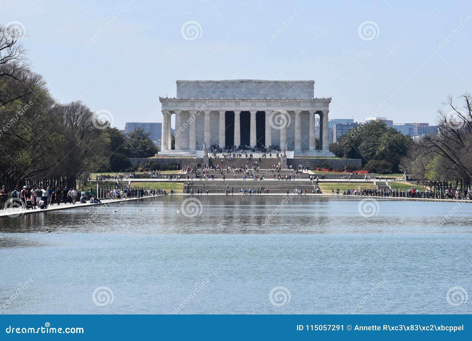 Lincoln Memorial célèbre sur Lincoln Memorial Reflecting Pool aux Etats-Unis