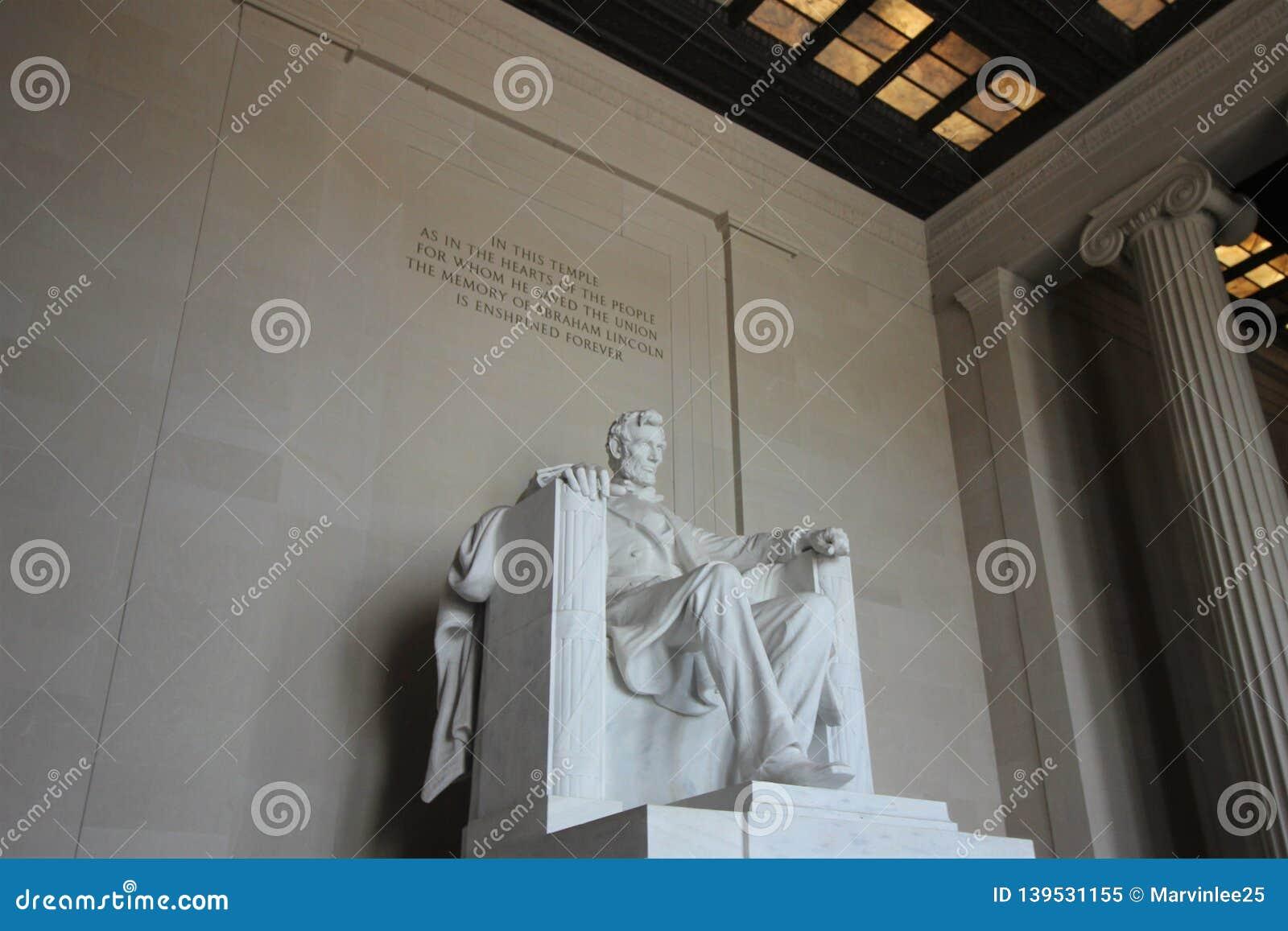 Lincoln minnesmärkestaty