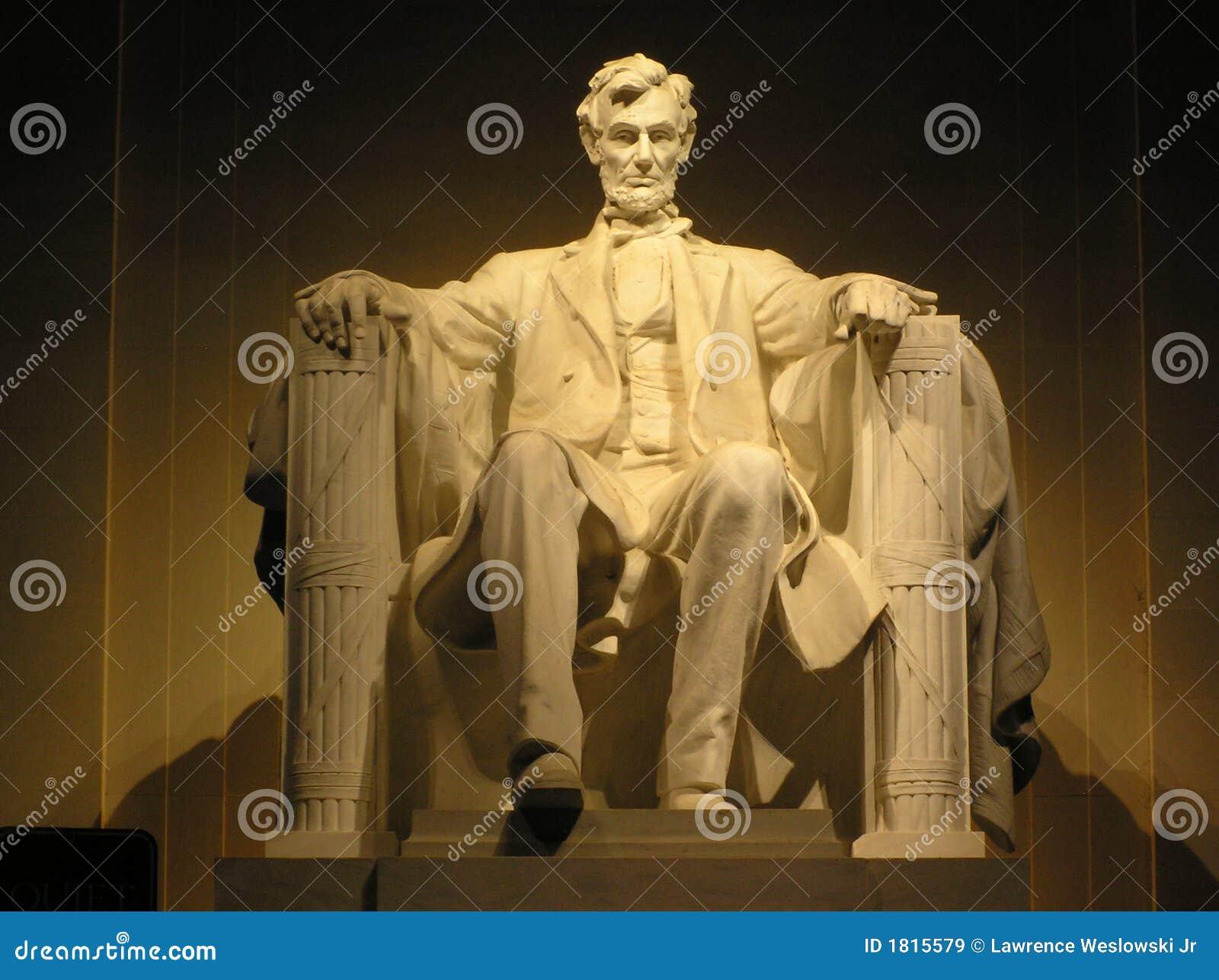 Lincolns Statue an der Nachtmit großem bildschirm Ausgabe