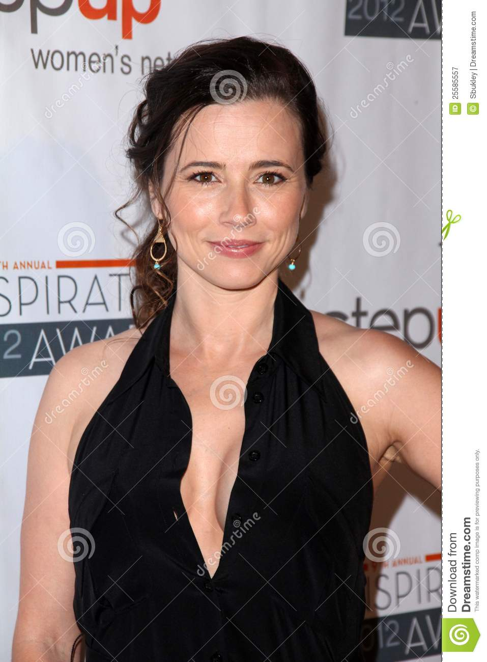 Linda Cardellini At The Step Up Women Network 9th Annual