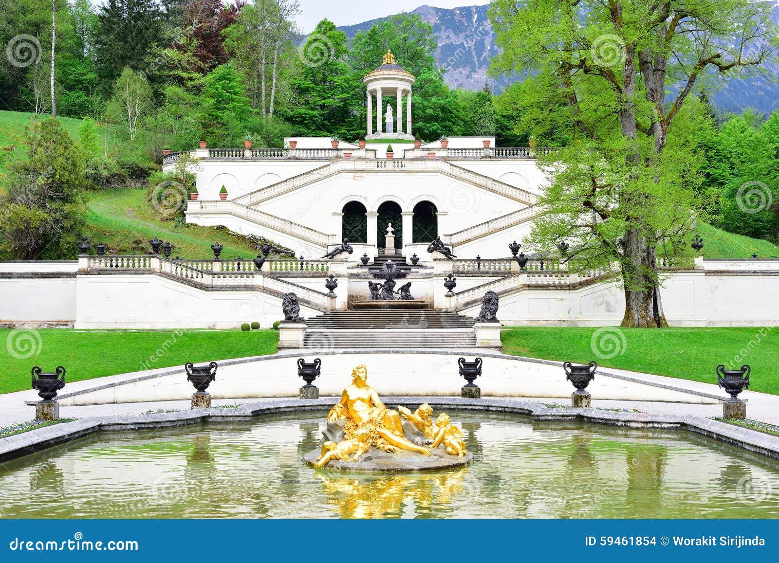 Linderhof宫殿的庭院,德国