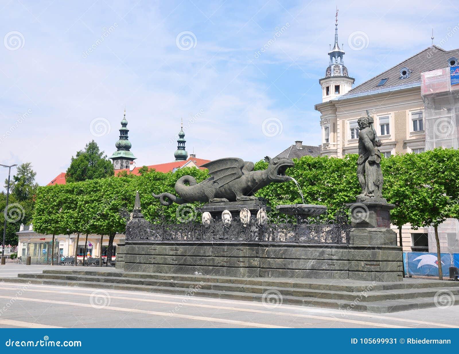 Lindwurmbrunnen (Lindworm fontanna) w Klagenfurt, Austria