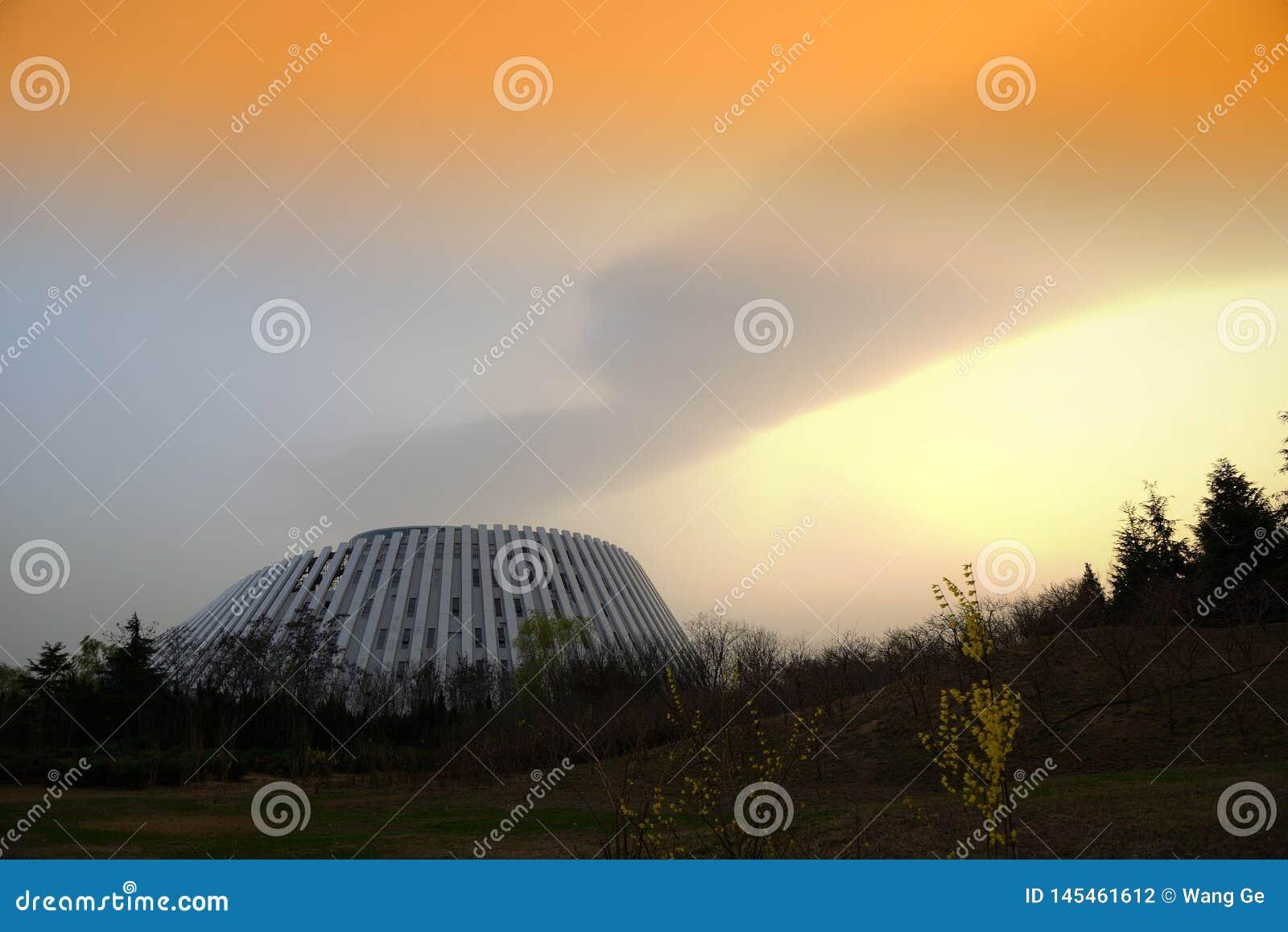 Lindy City Library en Chine dans le coucher du soleil
